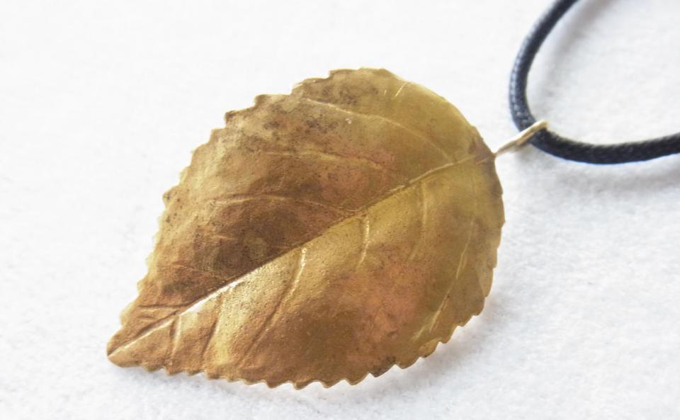 ブラスウージの葉ネックレス 真鍮