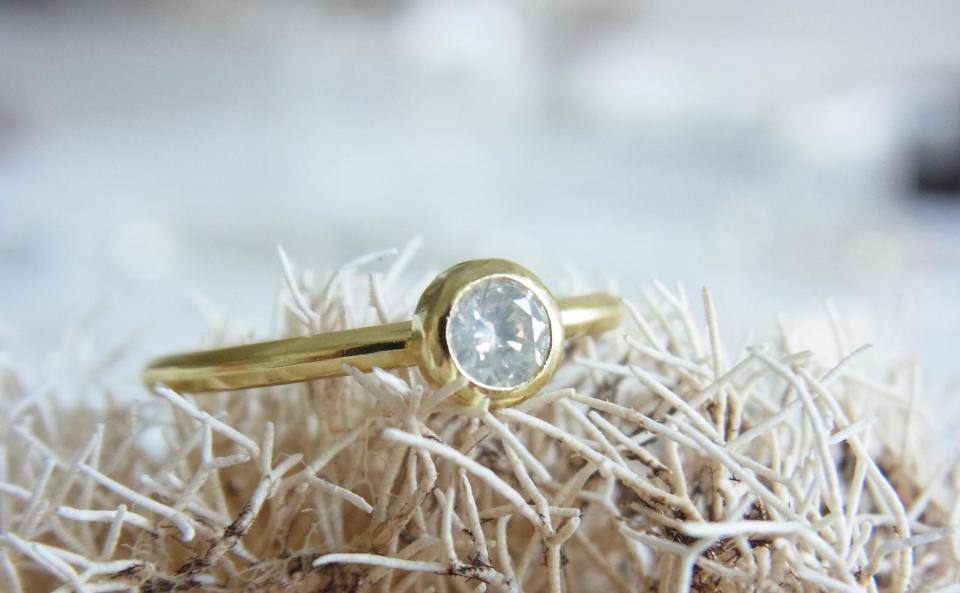 ファンシーホワイトダイヤモンド リング K18 / Pt900 / ファンシーホワイトダイヤモンド